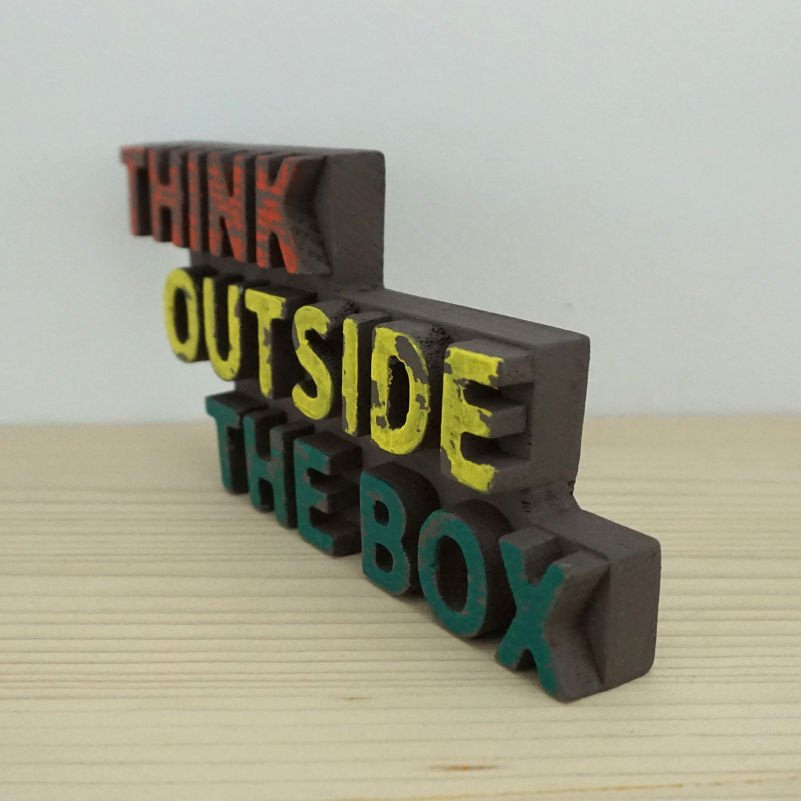 Frase Think Outside Box pintado